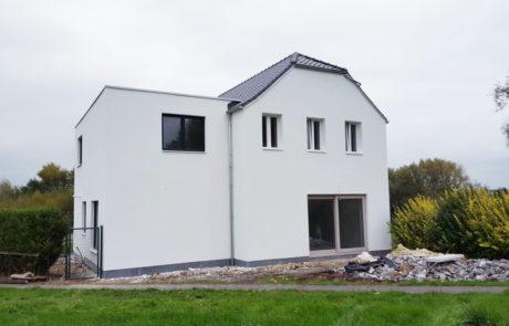 Buitenmuren plakken van huis te Aalst Tony Boel